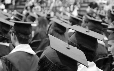 Les essentiels pour une cérémonie de remise de diplôme